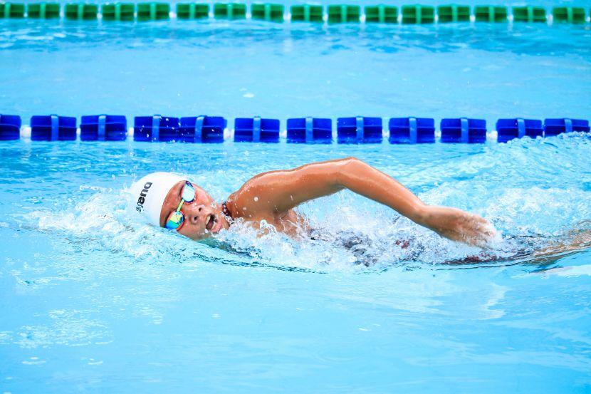 Comment s'entraîner en natation ? Massé ou distribué ?